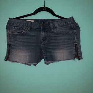 Shorts with ripped ends